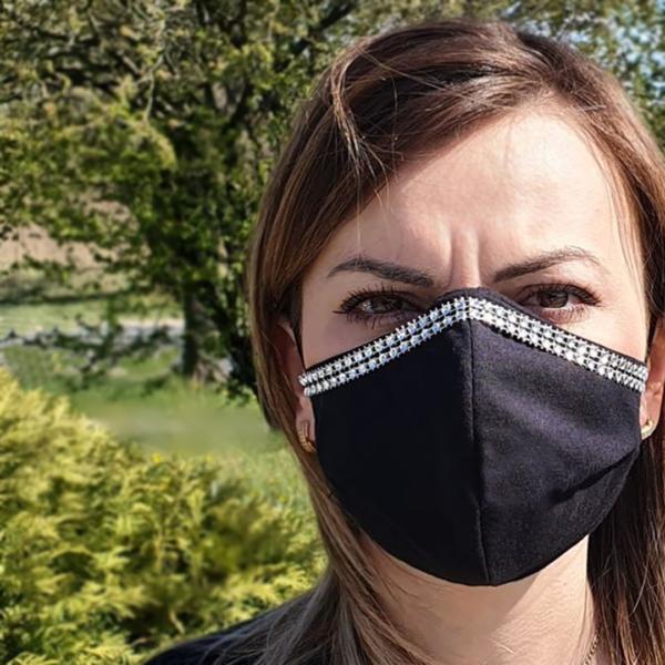 Bawełniana maska na twarz ze zdobieniem – damska Czarna